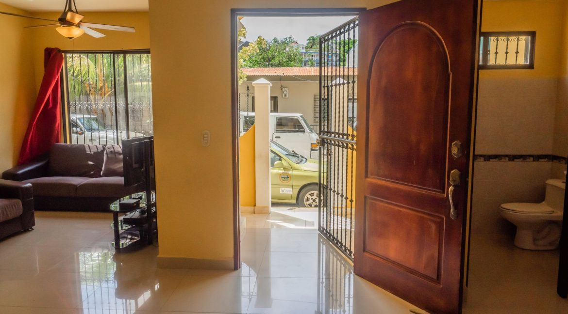 2-Story-Centrally-Located-House-12-min
