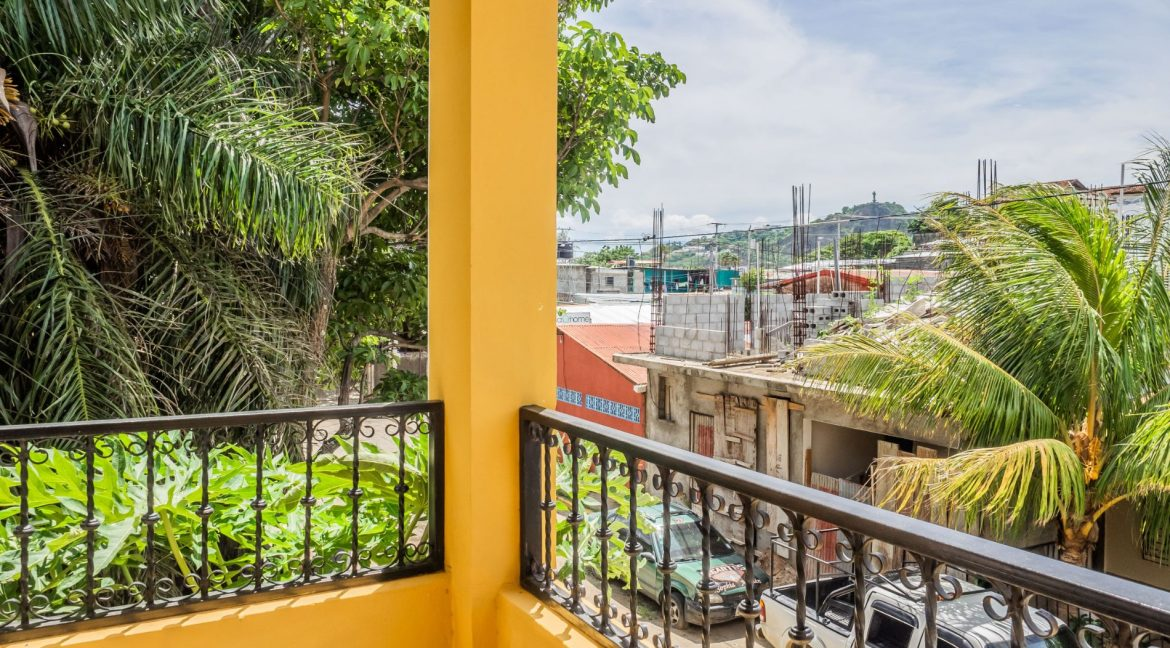 2-Story-Centrally-Located-House-22-min