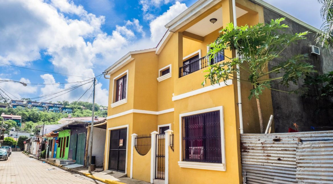 2-Story-Centrally-Located-House-3-min