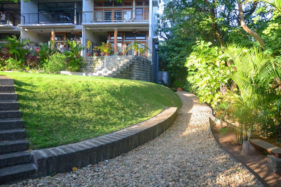 11_talanguera_townhomes_garden_copa_three_hundred_pasillo_east