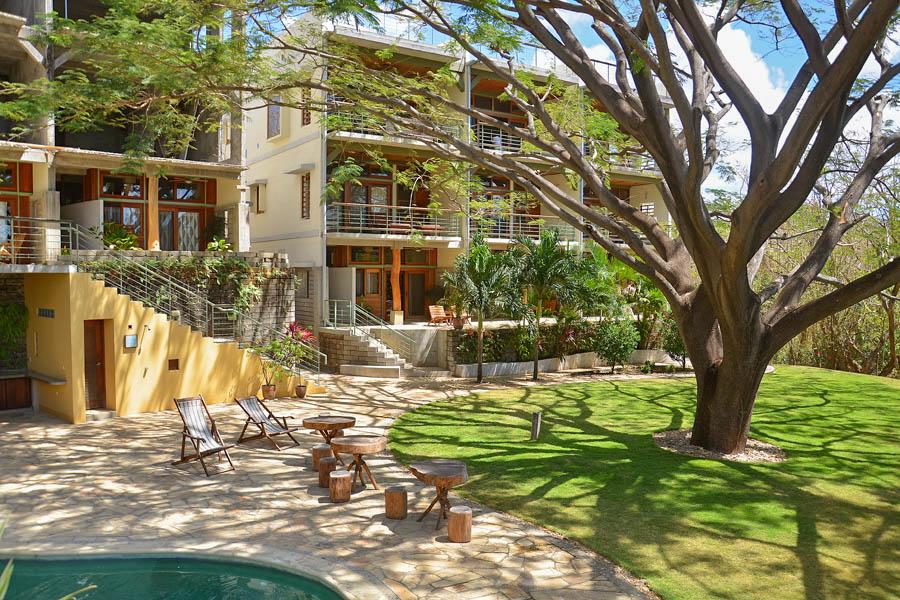 31_talanguera_townhomes_pool_green_tree_threehundred_southeast_small