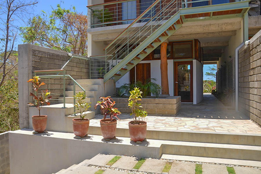 32_talanguera_townhomes_three_hundred_one_entrycourt_west