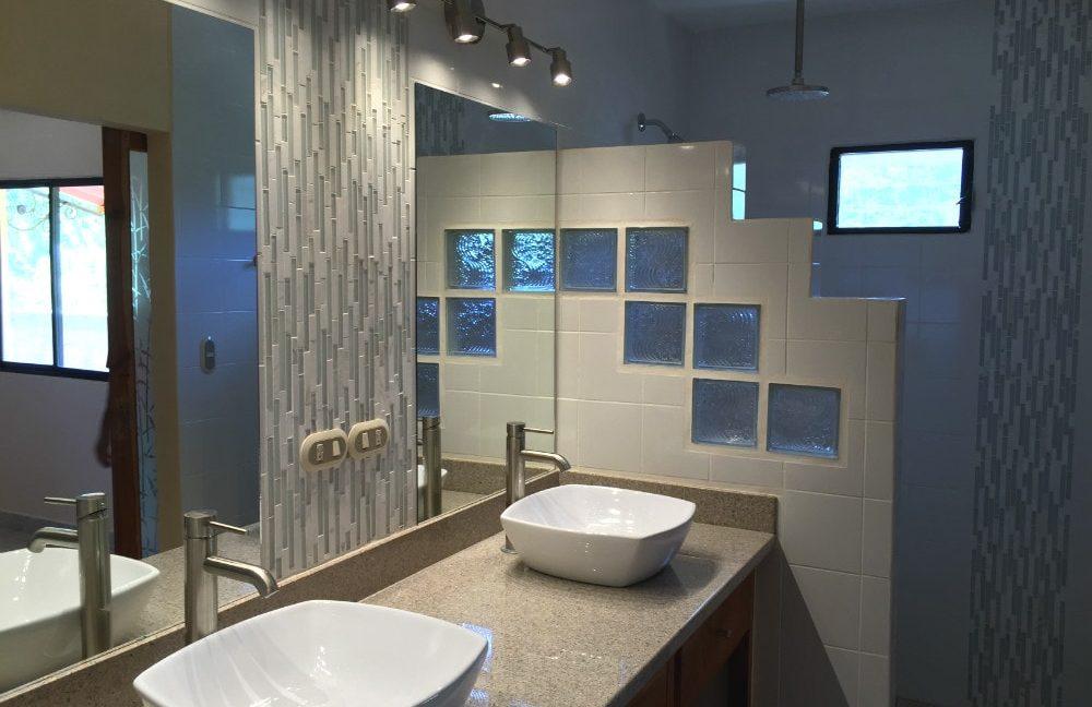 Little-Bavaria-Bathroom1-min