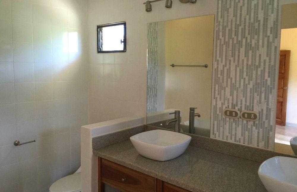 Little-Bavaria-Bathroom1_2-min