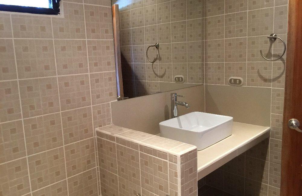 Little-Bavaria-Bathroom2_1-min