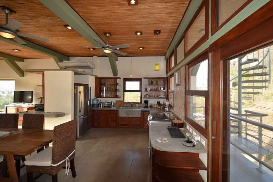 talanguera_townhomes_2bd_kitchen_west1-min