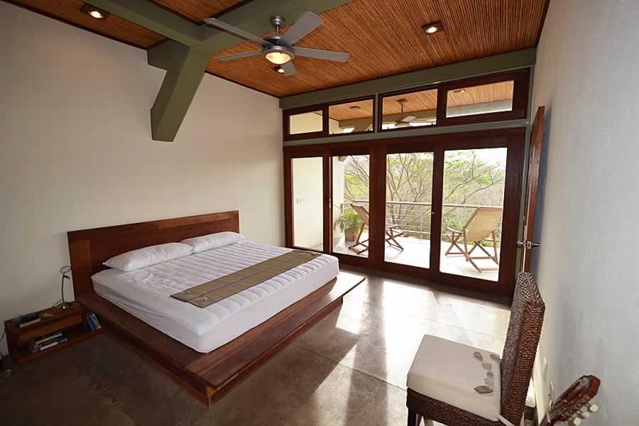 talanguera_townhomes_2bd_master_bedroom_southeast1-min